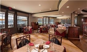 Hotel Cooperstown Dining - Hawkeye Bar & Grill