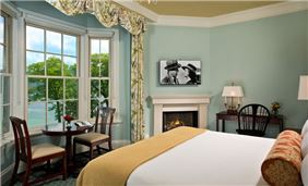 Hotel Cooperstown Room - Superior Lake Suite