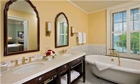 Hotel Cooperstown Room - Superior Lake Suite Bathroom